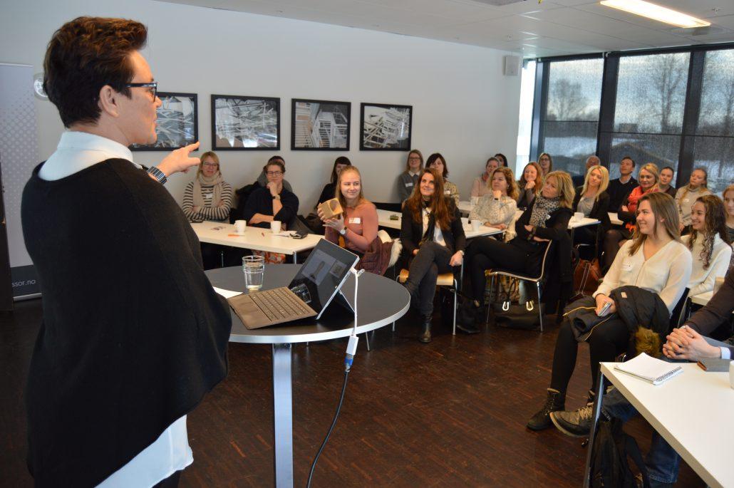 Stortingsrepresentant Ingunn Foss innlegg samling kvinnelige gründere
